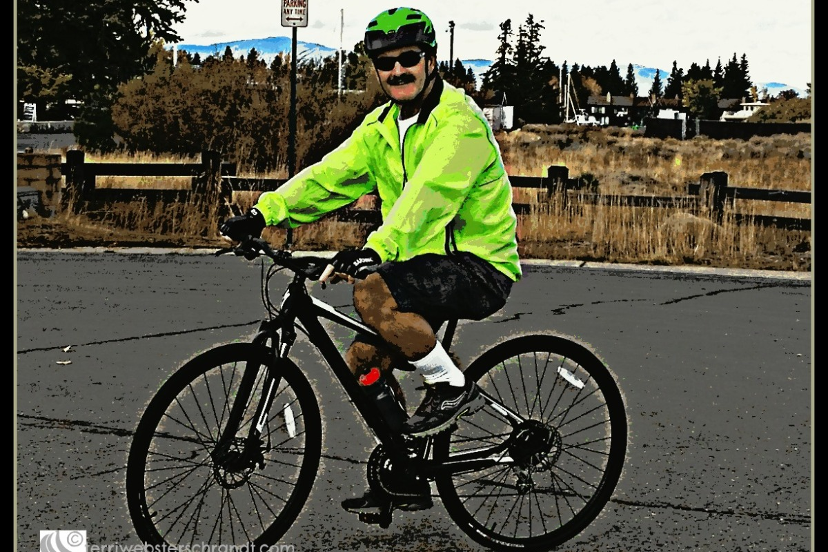 Winter Cycling Safety. Reflective, bright clothing.