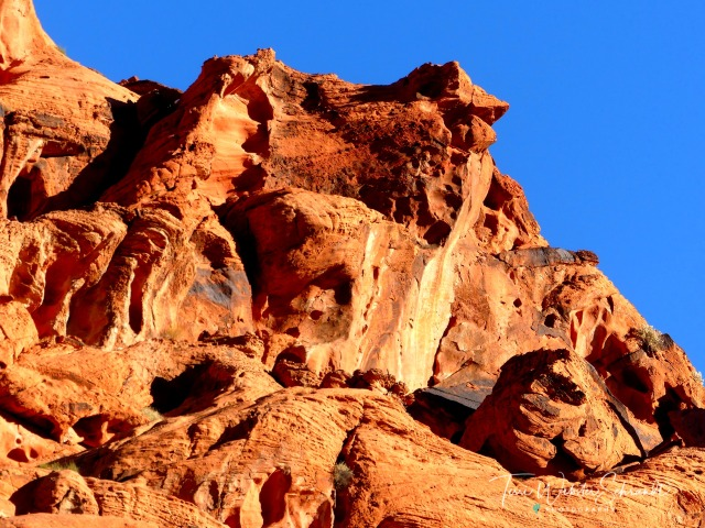 Red Cliffs along the road