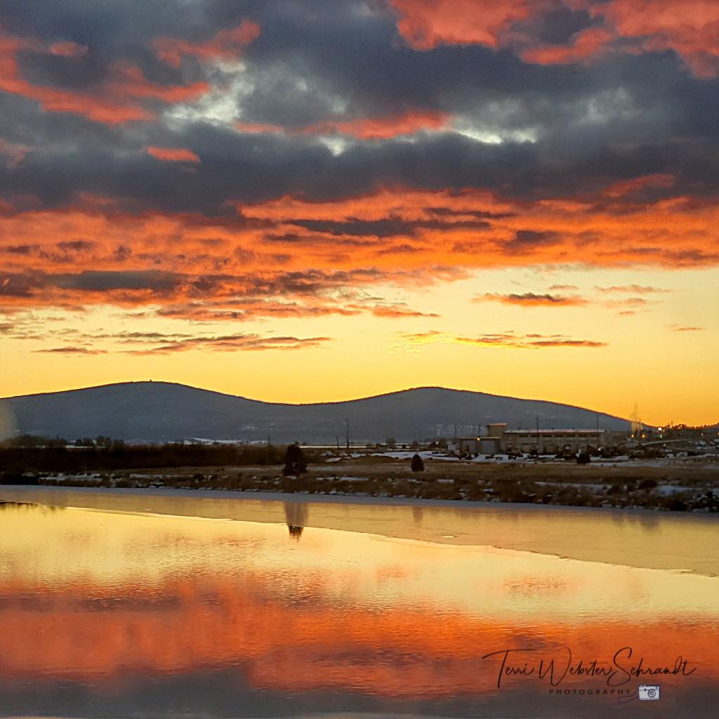 sunset on Klamath Lake